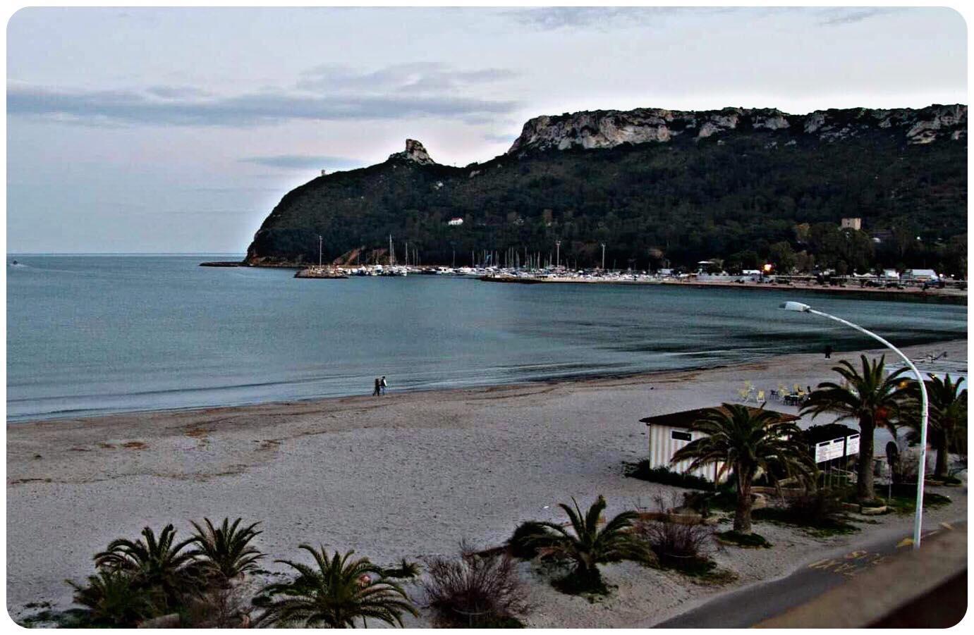 A soli 10 minuti dalle principali spiagge della città